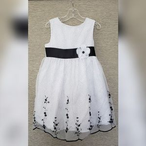 Perfect dress for a sweet party girl - size 5